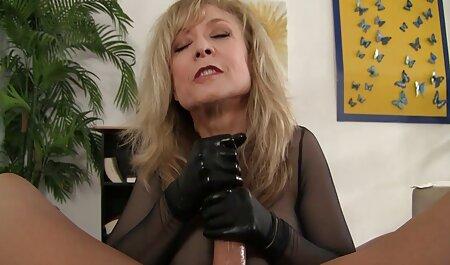 Hermosa, sexy despegar, conjunto de lencería sexy, ella y, a la izquierda en algunas medias rojas, chico encantador con una videos gratis de veteranas follando fantástica mamada profunda, entonces ella ofreció coño hambriento