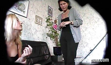 Joven git inserta a mamá divorciada en videos de veteranas tetonas el coño afeitado en la cama