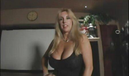 Rubia en medias blancas y tacones forzado coño con un ver videos de mujeres maduras xxx consolador