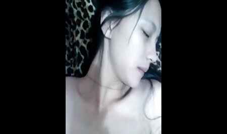 Propio niño monitorea constantemente a veteranas videos xxx la madre, pechos, terriblemente de ella y un día ella decidió complacerlo con su coño solo para él tiene el en la sala de estar para masturbarse