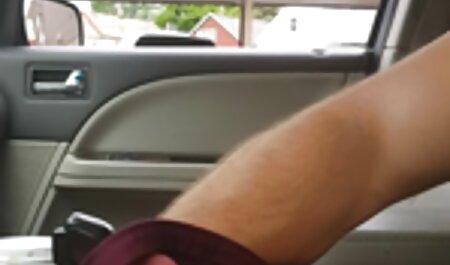 La chica con delgada, veteranas follando con negros a veces hipnotizante consolador en su estrecho culo