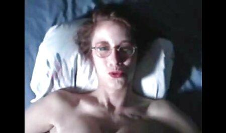 Calvo conocedor de maduro veteranos porno mujer stringing la sexy MILF en su polla