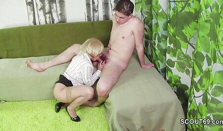 Rica porn maduras amateur zorra tetona está buscando nuevas impresiones de sexo en grupo con dos hombres negros con pollas grandes mfm
