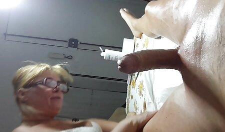 Camisa ver videos porno veteranas perra empapada en un taxi y descargar que no va a ir a ninguna parte hasta que se seque, entonces él sugirió a follarla en su coño y empuja un plátano en anal