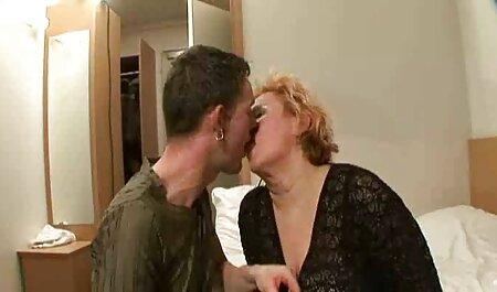 Su maestro frenéticamente probando videos pornos amateur de maduras una nueva receta para la erección de la mayoría del pene en el mundo en un laboratorio de estudiantes, es reconocido como un éxito