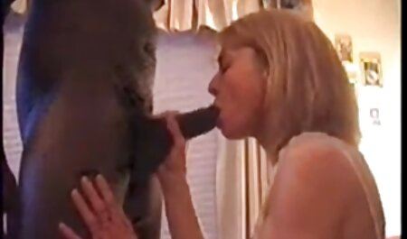 Tetona mujer con la peludo coño toma en la boca de la vecino sexo casero con veteranas chico
