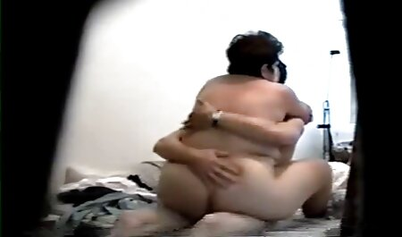 Apetitosa chica follada en tetonas veteranas arrancó pantimedias