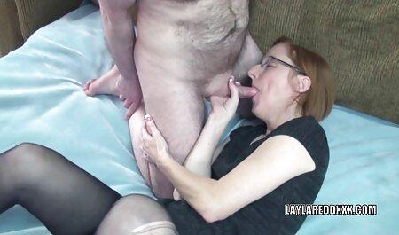 Morena con tetas videos pornos veteranas pequeñas se entrega a las contracciones coño hasta el orgasmo