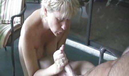 Sexy madura videos de veteranas culonas rubia bebé energetically folla su amante en la sofá