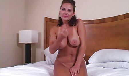 Una chica en bragas transparentes masturbación un l. chisporrotear en el sofá videos xxx caseros veteranas