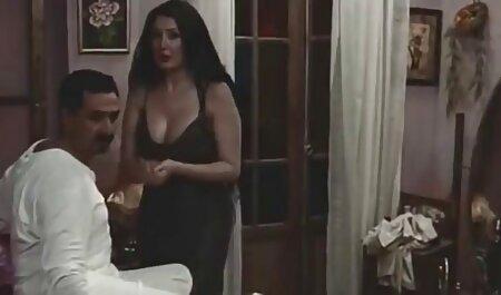 Mujer madura en medias de cáncer en la cama y reemplazar el culo de ella bajo el pene de su marido videos sexo con veteranas