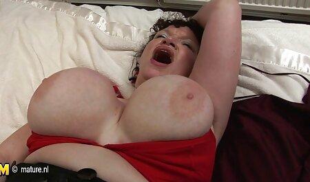 Dos juguetones lesbianas disfrutar el fisting y beso negro en videos xxx con veteranas el sofá