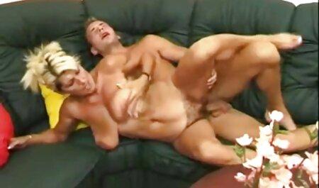 Sexy madura pornos caseras maduras porno modelo fuma y inserta un consolador en su coño