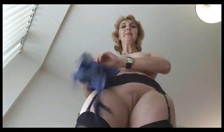 Estudiante en sexy bragas se masturba con vibrador y se corre sexo con veteranas casero dulce