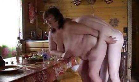Amateur Parejas jóvenes dulce sexo en el baño de burbujas veteranas buenas follando