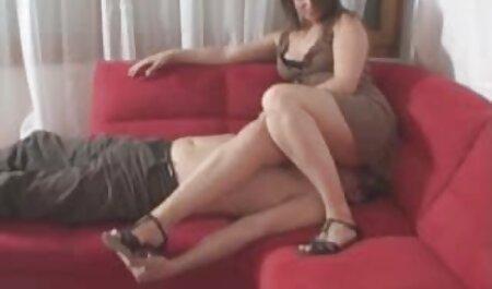 Su porno veteranos hermana, quitarse los pantalones cortos y empezar a masturbar su coño y se quitó la polla, llena de emoción de sus pantalones, de la que sus ojos se abrieron y ella quería ponerlo en su coño