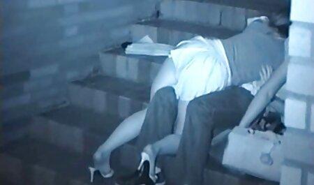 Joven rusa ninfómana en medias de porn maduras amateur nylon desgarrado