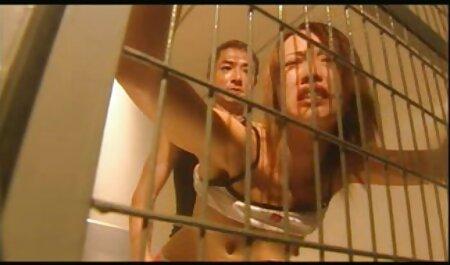 Chica ucraniana ver videos de mujeres maduras xxx con un gran cuerpo y masturbándose el coño y el culo en el teléfono de la cámara