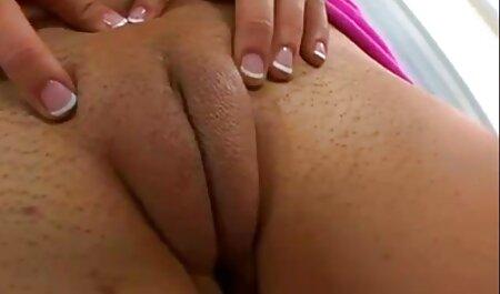 Un hombre tira de un culo apretado en su carne Dick una élite veteranas follando videos gratis puta sexy en medias, sexo a través de anal