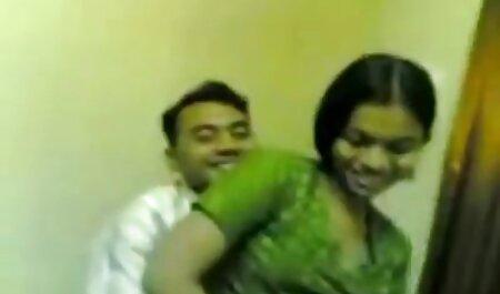 Una joven rubia chupa la videos de sexo veteranas polla de un hombre y su hermana con él en todas las formas posibles en la cama